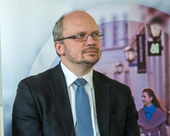 Prof. Oleg Bresky elected new Senate Chair